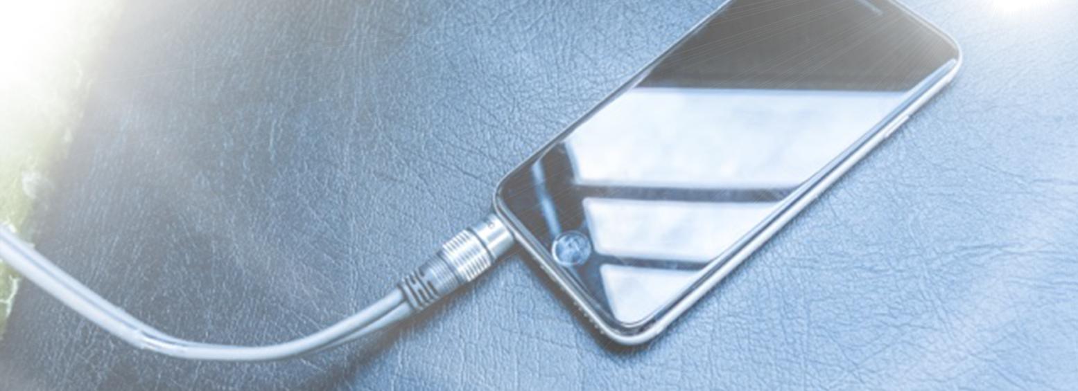 oplad din mobil i vognen